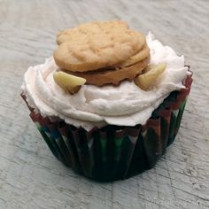 Use cashews as horse ears when decorating your cupcake Cupcake Frosting, Cookie Icing, Cupcakes, Bible School Snacks, Horse Cupcake, Black Food Coloring, Horse Cookies, How To Make Icing, Nutter Butter Cookies
