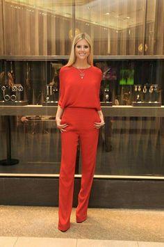Love this red jumpsuit. Work Fashion, Fashion Looks, Fashion Outfits, Womens Fashion, Red Jumpsuit, Jumpsuit Outfit, Classy Outfits, Stylish Outfits, Conservative Fashion