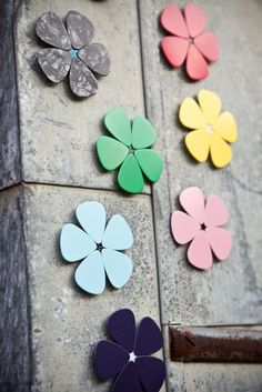 Magnet Guitar Pick Flowers... I should do this with all the picks I find around the house! :)