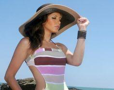 Salió el sol    Modernas propuestas en trajes de baño y vestidos para que en la playa luzcas chic y a la moda.