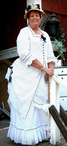 Making an 1873 polonaise. http://timetravelingincostume.blogspot.com/2015/10/working-out-details-truly-victorian.html