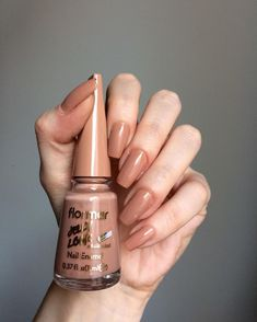 flormar oje coffee with milk New Nail Colors, Lip Colors, Lipstick Palette, Korean Nails, Aycrlic Nails, Best Nail Art Designs, Healthy Nails, Perfect Nails, Cool Nail Art