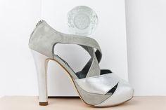 #sandalias #peeptoes #salones #botas #botines #zapatos #piel #metalizada #plataforma #tacones #HEELS #PLATFORMPUMPS #FASHION #SHOES #HANDCRAFTED #DESIGN #MADRID #MADEINSPAIN jorgelarranaga.com