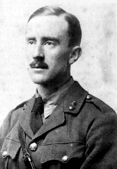 """* J.R.R.Tolkien * 1916. * John Ronald Reuel Tolkien * (* Bloemfontein, Estado Livre de Orange, atual """"África do Sul"""", 03/Janeiro/1892 - Bournemouth, Inglaterra, 02/Setembro/1973). Escritor, Professor Universitário e Filólogo. Participou, ativamente, da I Grande Guerra. Autor de Obras como """"O Hobbit"""", """"Senhor dos Anéis""""..."""