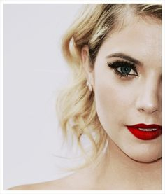Ashley Benson I love her makeup here