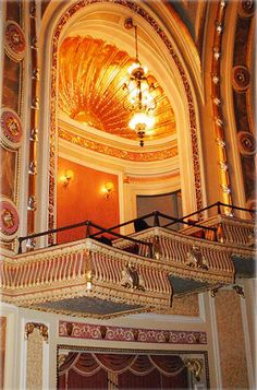 "Chattanooga is home to the Tivoli Theatre, a fabulous historic showplace known as the ""Jewel of the South."" For over 90 years the grand old theatre has entertained Chattanoogans, offering everything from silent movies to Broadway blockbusters."