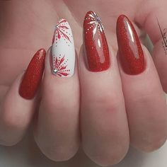 red white christmas nail art, winter nail art design in 2020 Xmas Nails, Red Nails, Christmas Nails, White Christmas, Winter Nail Art, Winter Nails, Gorgeous Nails, Pretty Nails, Christmas Nail Art Designs