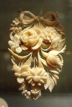 ⊙ Cameo Cupidity ⊙ 19th century flower cameo
