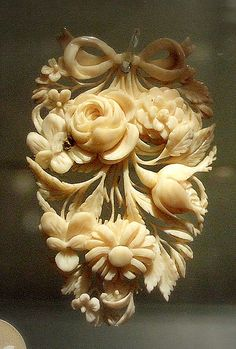 ⊙ Cameo Cupidity ⊙  19th century flower cameo
