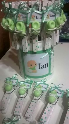 34 new Ideas for baby shower distintivos pinzas Baby Favors, Baby Shower Favors, Baby Shower Parties, Baby Boy Shower, Baby Shower Gifts, Baby Gifts, Baby Shower Souvenirs, Baby Shawer, Clothes Pegs