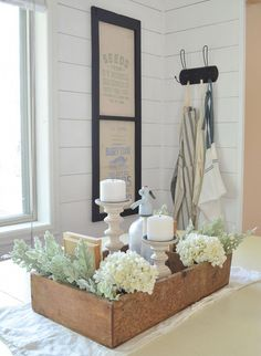 home decor tips How to Style a Vintage Crate. Trendy Home Decor, Affordable Home Decor, Easy Home Decor, Cheap Home Decor, Vintage Home Decor, 1950s Decor, Country Farmhouse Decor, Farmhouse Style Decorating, Decorating Your Home