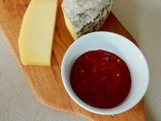 Ich bin ein ganz großer Käse-Fan. Und besonders mag ich es, den Käse durch süß/herzhafte Saucen zu ergänzen. Da wäre die klassische Feigen-Senf Sauce, aber auch meine selbstgemachte Ingwermarmelade…