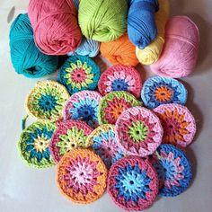 Preparation for a blanket Crochet Cross, Crochet Home, Love Crochet, Learn To Crochet, Crochet Yarn, Crochet Flowers, Crochet Squares, Crochet Granny, Crochet Motif
