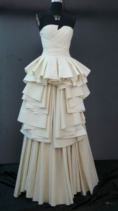This type of tiering and layering was common in skirts in the Volume is pretty one point as well. Drape Skirt Pattern, Pattern Draping, Skirt Patterns Sewing, Draping Techniques, Recycled Dress, Lil Black Dress, Fashion Details, Fashion Design, Sculptural Fashion