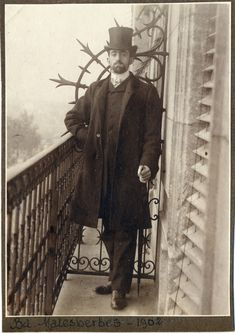 A very stylish 1917 man. Very cool photograph.