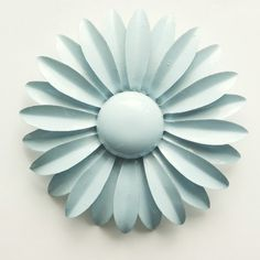 krzy4btns: vintage daisy brooch #1 (thanks to Gemma for the inspiration)