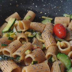 Buon Appetito con i #MezziRigatoni →#Integrali saltati in padelle con #zucchine sfumate al Limone con #pomodorini IL GUSTO E BENESSERE con #ricerredibacco #ricette...