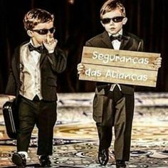 These ring bearers are too cute! Dream Wedding, Wedding Day, Wedding Photos, Geek Wedding, Wedding Dress, Page Boy Style, Hollywood Wedding, Diy Wedding Flowers, Wedding With Kids