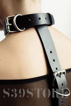 Leather hands and neck bondage BDSM collar slave collar handcuffs BDSM bracelet bdsm gear, mature – Cozy Night Bloğ Leather Collar, Tan Leather, Posture Collar, Leather Handcuffs, Collars Submissive, Slave Collar, Age, Leather Chain, Partner