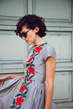 Love this lady-like dress! Looks vintage Women's vintage clothing fashion spring summer outfit Looks Street Style, Looks Style, Style Me, Girl Style, Look Fashion, Fashion Beauty, Womens Fashion, Dress Fashion, Diy Fashion