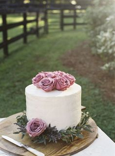 Lavender Garland on Wedding Cake   photography by http://www.ashleyseawellphotography.com/:
