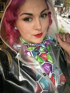 Unter PVC ein bunter Farbtupfer Clear Raincoat, Vinyl Raincoat, Plastic Raincoat, Pvc Raincoat, Yellow Raincoat, Hooded Raincoat, Selfies, Plastic Mac, Hooded Cloak