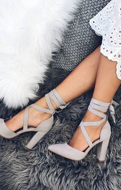 15 Prom Approved Heels That Are Cute And Comfortable - Heels that will be perfect for prom! Looking for gorgeous but pain free shoes for prom? Look no further than this list of 15 prom approved heels! White Dress Shoes, Lace Up Shoes, Lace Dress, Lace Outfit, Ruched Dress, Dress Skirt, Dr Shoes, Shoes Sandals, Sandals Outfit