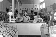 de luxe groceteria in san francisco. this is 1934, shortly after it opened for business.