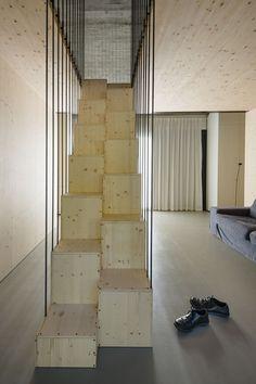 La arquitectura moderna y tradicional eslovena confluyen en esta casa compacta 25
