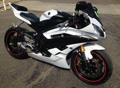 White Yamaha r6
