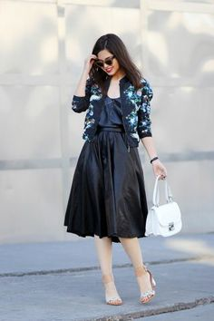 I'M WEARING/ESTOY USANDO: Mart of China floral bomber jacket, Lulu's faux leather top (similar here & here), Chicwish faux leather midi skirt, Salvatore Ferragamo Jody white shoulder bag, Dolce Vita snake print sandals, Lulu's sunnies  I know I talk a lot about Spring and how...