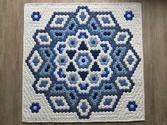 Hexagon Quilt Pattern, Hexagon Patchwork, Paper Piecing Patterns, Quilt Patterns, Quilting Projects, Quilting Designs, Colorful Quilts, English Paper Piecing, Quilt Blocks