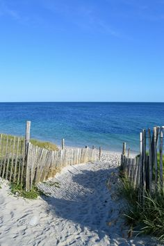 Strand in Bigouden Land, Finistère von FafaBuleuze . Best Vacation Destinations, Best Vacations, Sea And Ocean, Ocean Beach, Beach Photography, Landscape Photography, Sea World, Beach Scenes, France Travel