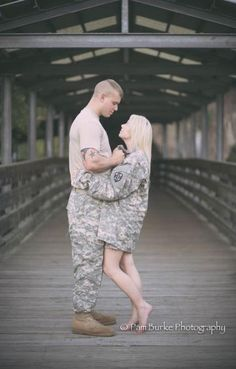 Super Ideas Photography Poses Couples Military Super Ideas Photography Poses Couples MilitaYou can find Military couple. Military Family Pictures, Military Couple Pictures, Military Couples, Military Girlfriend, Military Love, Military Photos, Army Family, Military Pins, Couple Pics