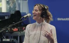 """Jennifer Nettles Singing """"O Holy Night"""" Into Leonard Cohen's """"Hallelujah"""" Will Bring You to Tears"""