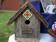 Birdhouse with barn quilt. Chris won't let me put a barn quilt on our barn but I can sure put them on all of our bird houses. Thanks for the idea! Barn Quilt Designs, Barn Quilt Patterns, Quilting Designs, Painted Barn Quilts, Bird Houses Painted, Birdhouse Designs, Birdhouse Ideas, Bird House Kits, Bird Aviary