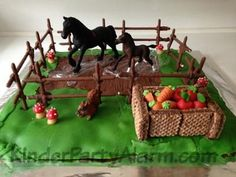 """Pferdekoppel Kuchen Horse paddock: Horse birthday with my """"big ones"""", 12 years. She loves horses and also plays with Schleich. ❤️Thus, I thought, I integrate part of the gift Horse Birthday Parties, Birthday Diy, Girl Birthday, Pony Party, Cake Disney, Horse Paddock, Horse Cake, Horse Party, Novelty Cakes"""