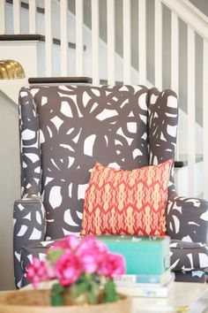 I like this chair.  It would look great in my bedroom!