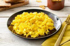 Una ricetta gustosa e nutriente, quella delle uova strapazzate alla fontina, particolarmente adata per un velocissimo secondo o una colazione domenicale. Frittata, Antipasto, I Love Food, Cooking Time, Risotto, Macaroni And Cheese, Nom Nom, Food And Drink, Eggs