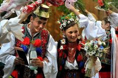 Traditional wedding from NW Romania, photo Marin Moldovan Traditional Wedding, Traditional Outfits, Romania People, Romanian Wedding, Swedish Wedding, Popular Costumes, Visit Romania, City People, We Are The World