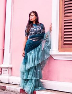 Ruffle Saree Style is the Hottest Trend of this Season 2018 - - Ruffle saree is a traditional saree style with a twist are the major attraction for the Bollywood actresses. Drape Sarees, Saree Draping Styles, Saree Styles, Blouse Styles, Simple Sarees, Trendy Sarees, Stylish Sarees, Fancy Sarees, Bollywood Saree