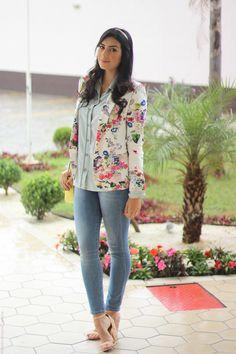 look do dia moda estilo borboletas na carteira all jeans bota franja floral bolsa amarela_-3
