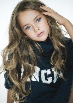 A russa Kristina Pimenova- considerada a criança mais bela do mundo.