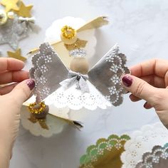 weihnachtsbasteln weihnachten DOILY ANGEL ORNAMENTS - such a pretty and easy angel craft for Christmas! Christmas Ornament Crafts, Christmas Crafts For Kids, Christmas Angels, Christmas Projects, Simple Christmas, Kids Christmas, Holiday Crafts, Christmas Decorations, Christmas Paper