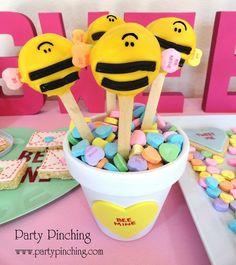 """Oreo """"Bee Mine"""" cookie pops"""