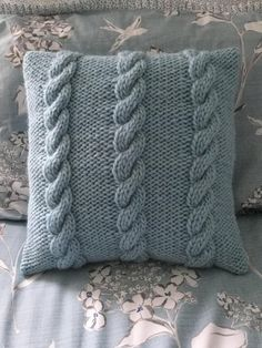 3 Cables Cushion Cover Knitting pattern by The Lonely Sea - Heather C Knitted Cushion Pattern, Knitted Cushion Covers, Knitted Cushions, Christmas Knitting Patterns, Crochet Patterns, Cable Knitting, Chunky Crochet, Crochet Baby, Knit Pillow