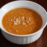 Een heerlijke pittige pindasoep voor de koude dagen die er weer aan gaan komen. In 30 minuten op tafel.