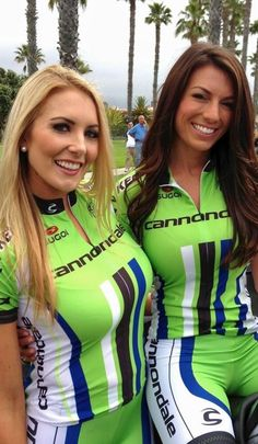 A pair of sizzling beauties if there ever was.and these two ladies looking sexy in Lycra bike shorts are stunning sizzlers too. Cycling Girls, Cycling Wear, Cycling Outfit, Bicycle Women, Bicycle Girl, Promo Girls, Modelos Fitness, Radler, Athletic Women