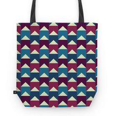 Banderoles - I | Desenho/Estampa de @danistarart | A venda na @colab55 | #bandeira #bandeirinhas #banderoles #geométrico #geometric #verde #roxo #magenta #azul #bolsa #bag #totebag #sacola #estampa #pattern