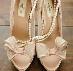 Blush Pink Vintage Inspired Wedding Ideas: Valentino lace and bow heels How To Have Style, My Style, Bridal Shoes, Wedding Shoes, Bow Wedding, Jimmy Choo, Valentino Heels, Valentino Bridal, Valentino Couture